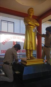 NCC Cadets of 23 Kerala Bn NCC, 24  Kerala Bn NCC and 7 Kerala Girls Bn NCC cleaning Swami Vivekananda Statue at Thrissur